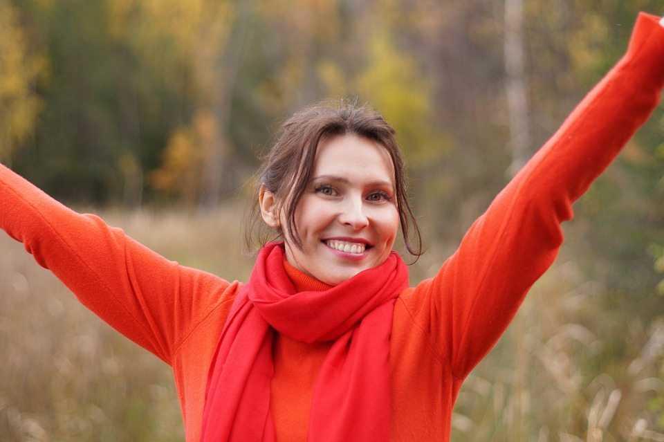 מענק שחרור - אישה שמחה